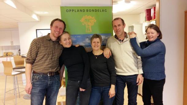 Valgkomiteen er ved godt mot. F.v. Gjermund Lyshaug, Ellen Marie Gjeilo (vara for Anne Evensen Torsgård som ikke hadde anledning til å møte denne dagen), Inger Johanne Kjorstad, Stein Rønjus Hålien og Bjørnhild Kihle.