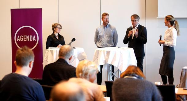 I panelet under konferansen, fra venstre Hilde Opoku i Miljøpartiet de grønne, Bjørn Gimming i Norges Bondelag, Ola Hedstein i Norsk Landbrukssamvirke og debattleder Marte Ramborg i Tankesmien Agenda.