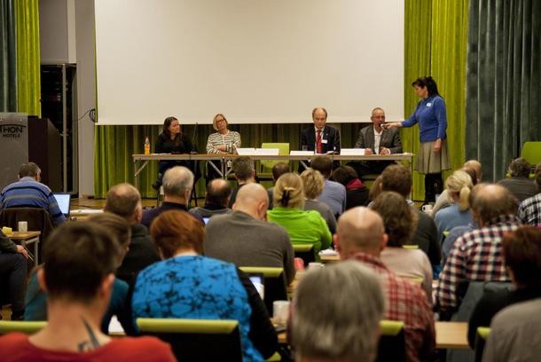 Beiteseminaret ble avsluttet med en utspørring av stortingsrepresentanter fra Ap, Sp, H og FrP. Foto: Per Fossheim Norsk Sau og Geit.