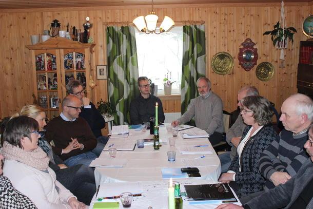 Statsråd Vidar Helgesen (H) møtte representanter fra beitenæringa på Grue i Finnskogen onsdag. Foto: Finn Erlend Ødegård