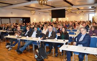 Heile 190 deltakarar var samla i bankettsalen på Alexandra Hotell i Molde fredag (FOto: Arild Erlien)