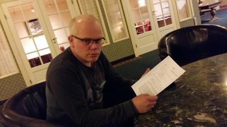Ole Kristian Oldre med grunneieravtala. Foto: Astrid Simengård