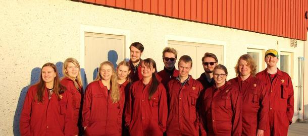Deltakarane på Landbruksakademiet samla før fjøsbesøk. Foto: Norges Bygdeungdomslag
