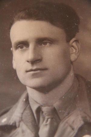 I MILLITÆRET: Magnus Grimset i 1947. Han var på den tida fenrik i Bergen.