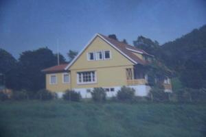 DET NYE HUSET: Dette er huset Grimset og kona bygde opp att etter brannen på Hukset i 1956.