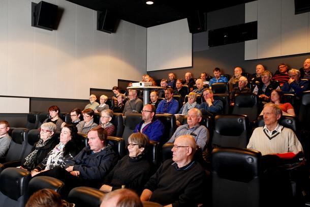 Debatten om jordvern i Verdal kino samlet mange interesserte, og spørsmålene til politikerne var mange.