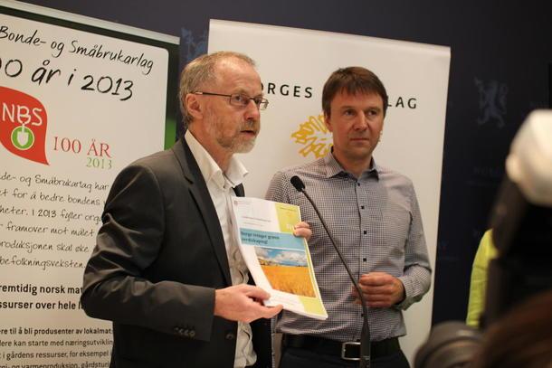 Her har departementsråd Leif Forsell tatt i mot kravet fra jordbruket under ledelse av Lars Petter Bartnes.
