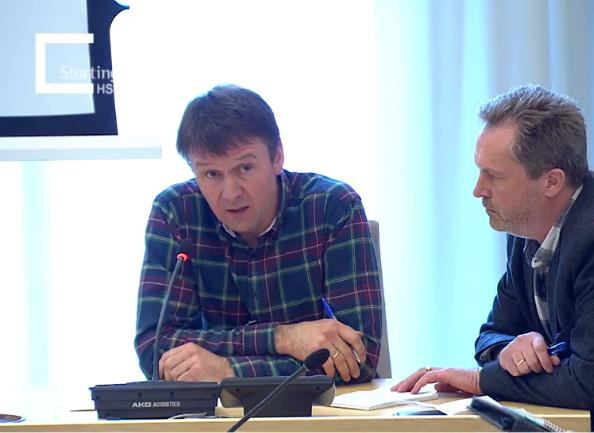 Lars Petter Bartnes og seniorrådgiver Finn Erlend Ødegård på dagens høring i Stortinget.
