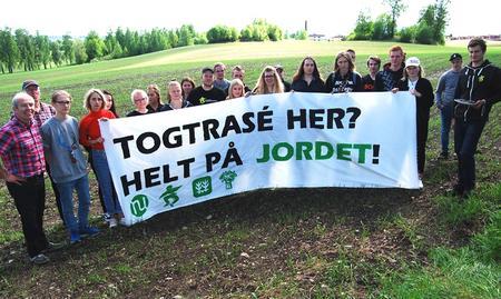 Jordvernalliansen i Hedmark, markering Børstad Hamar, togtrase øst, dobbeltsporet jernbane