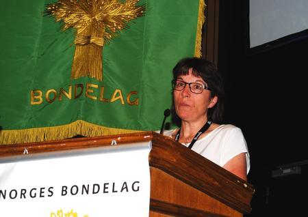 Berit Grindflek fra Hedmark Bondelag, innlegg om rovdyr på Norges Bondelags årsmøte 2016