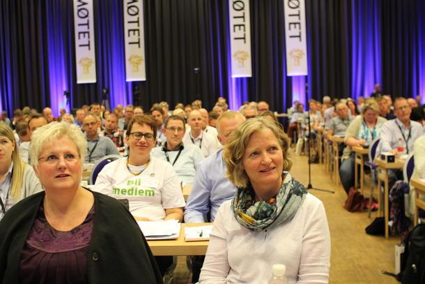 Tidligere 1. nestleder Kristin Ianssen (til venstre) har leda arbeidet med nytt næringspolitisk program som årsmøtet vedtok i dag.