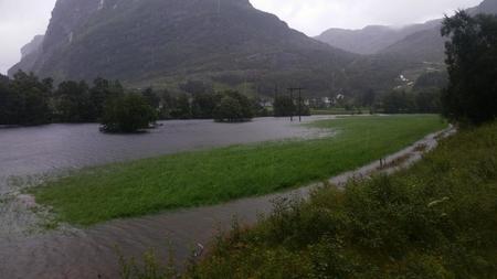 Jorde står under vatn hos Ola Andreas Byrkjedal i Rogaland.