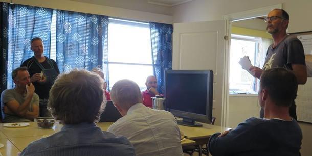 Audun Skjervøy gjer greie for utfordringar og moglegheiter for jordbærproduksjonen i Valldal. Fokus på avsetnadssituasjonen fro industribær etter at Gartnerhallen har sagt opp avtale.