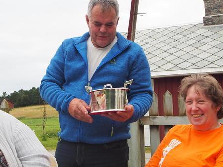 Håvar og Svanhild Bugge med Sølvtina under ST Bondelags besøk 23. august 2016