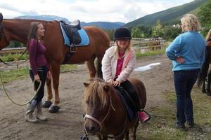 Å ri på hest var veldig populært.