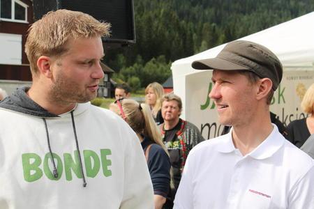 Fylkesleder Knut Erik Ulltveit (t.v), her på Sauefest på Helle.
