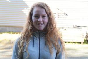ALLE BURDE TA TUREN: Kristina Støfring syns det var kjekt å sjå at så mange tok søndagsturen til Mo, og fekk oppleve litt av gardslivet.