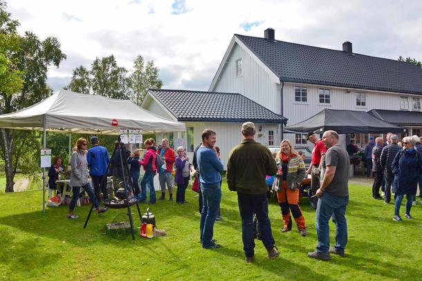 Alle hadde det fint i sola, også bondelagsleder Lars Petter Bartnes.
