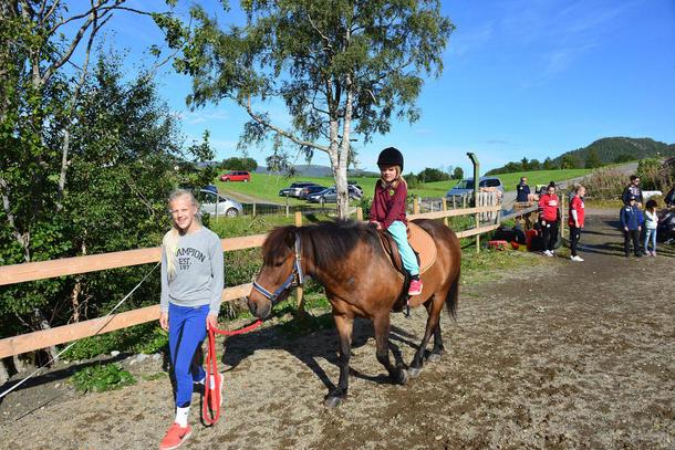Hesteriding var en populær aktivitet på Brørsbakken.