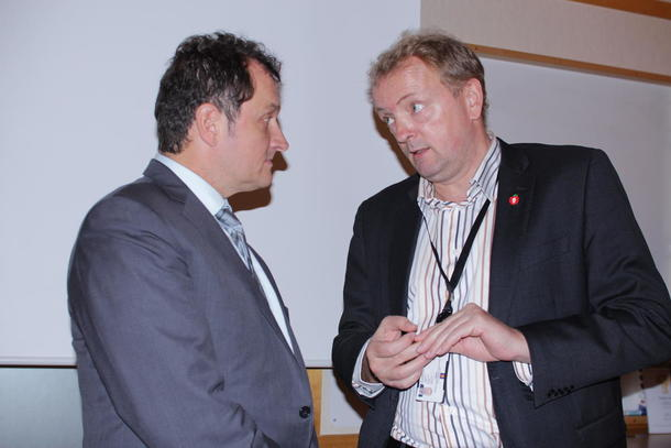 Kanadiske Yves Leduc møtte statssekretær Terje Halleland (Frp) til diskusjon om markedsregulering av melk. Foto: Anne C. Wangberg