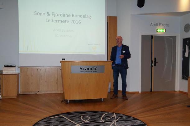 Innleiing ved Arild Bustnes. Han er næringspolitisk sjef i Norges Bondelag.