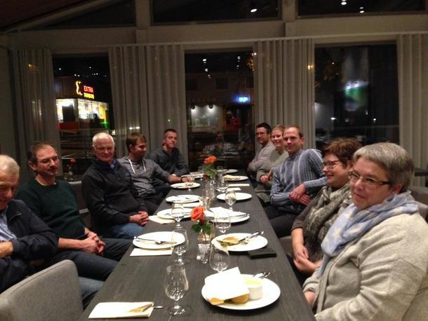 ÅRSMØTE PÅ BLIX HOTELL:  På møtet fekk laget ny leiar, Jo Risløv. (Han sit på høgre side av bordet, med stripete gensar).