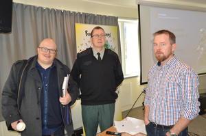 Fylkesleder i Møre og Romsdal Arbeiderparti, Per Vidar Kjølmoen (t.v.) og distriktssjef i HV-11, Per Olav Vaagland, var blant innlederne sammen med Bondelagets fylkesleder Oddvar Mikkelsen.
