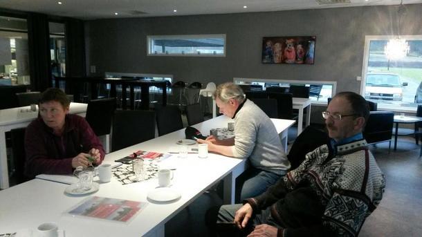 FRÅ VENSTRE: Anni Midtbø Aase (Sekretær i Naustdal Bondelag), Jostein Løtuft (Styremedlem i Naustdal Bondelag) og Atle Kringlen (Nestleiar i Naustdal Bondelag).