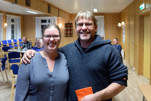 TAKKET AV: Geir Kristiansen ble takket av som styremedlem i Namdalseid bondelag, av leder Anette Liseter.