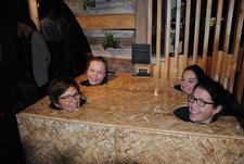 Hva skjer inne i en høyball. Magnhild Grimsrud, Ellen Marie Gjeilo, Marthe Dypdalen og Marita Aanekre tester temperaturutviklingen i ballen.