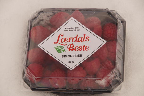 BRINGEBÆR FRÅ SOGN: Cirka 20 produsentear leverer bringebær til Lærdal Grønt.