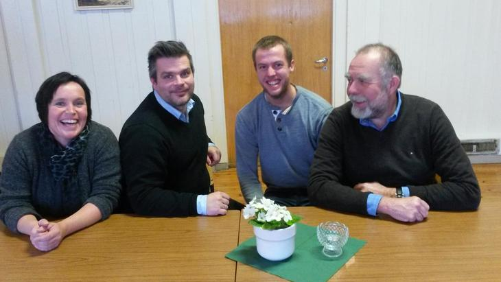 Ordfører i Meldal Are Hilstad ved bordet sammen med deler av fylkesstyret