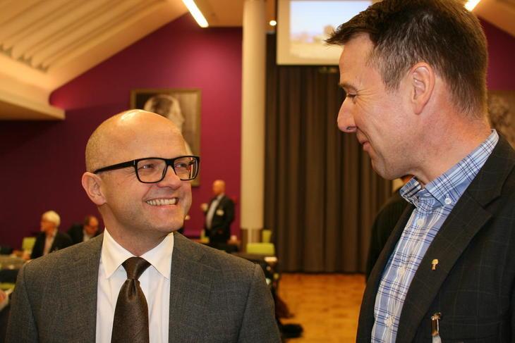 Vidar Helgesen og Lars Petter Bartnes fotografert ved en tidligere anledning. Nå er de svært uenige i den videre retninga for ulvepolitikken.