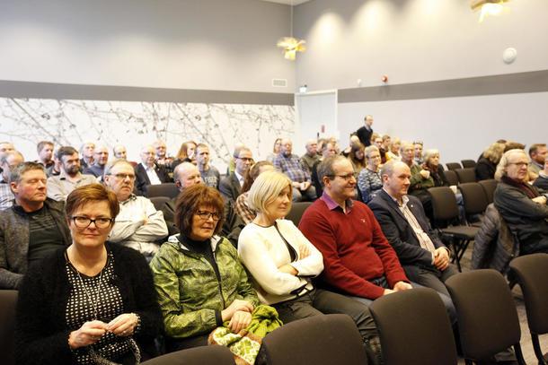 Både politikere, bønder og andre landbruksinteresserte hadde tatt turen til Stjørdal for å få med seg debatten om jordbruksmeldinga.