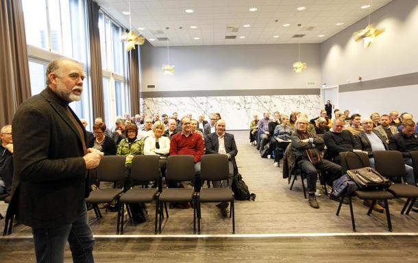 Rundt 80 tilhører hadde møtt opp for å få med seg debatten om den nye landbruksmeldinga. Lars Morten Rosmo, leder i Midtnorsk samarbeidsråd, var en av debattlederne.