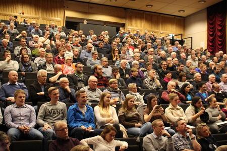 Godt oppmøte. 350 personer fant veien til debattmøtet på Inderøy.