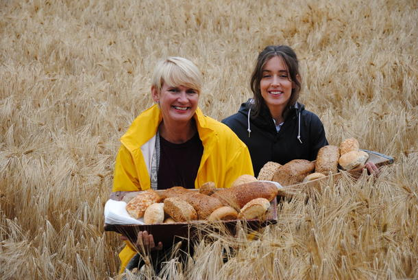 Fra korn til brød. Kampanje sammen med Opplysningskontoret for brød og korn i kornåkeren på Lysgaard på Lillehammer.