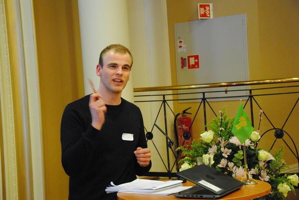 Håvard Lindgaard legger fram styrets forslag til årsmøteuttalelse om satsing på kompetanse i en viktig bioøkonomiregion.