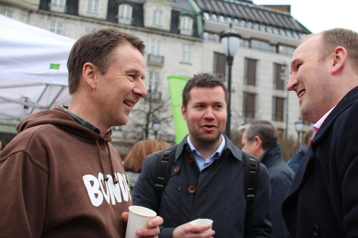 God stemning hos Bondelagsleder Lars Petter Bartnes (t.v), leder av næringskomiteen Senterpartiets Geir Pollestad og landbruksminister Jon Georg Dale