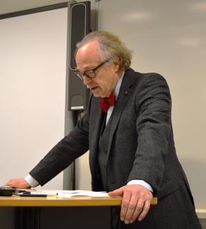 Forfattar Knut Ødegård på jordvernkonferansen 3. april (Foto: Atle Frantzen).