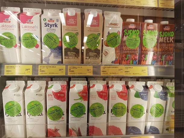 Ved å velge norske matvarer, får du mer på kjøpet, står det på klistremerkene som norske bønder setter på matvarer fra norsk landbruk i dag.