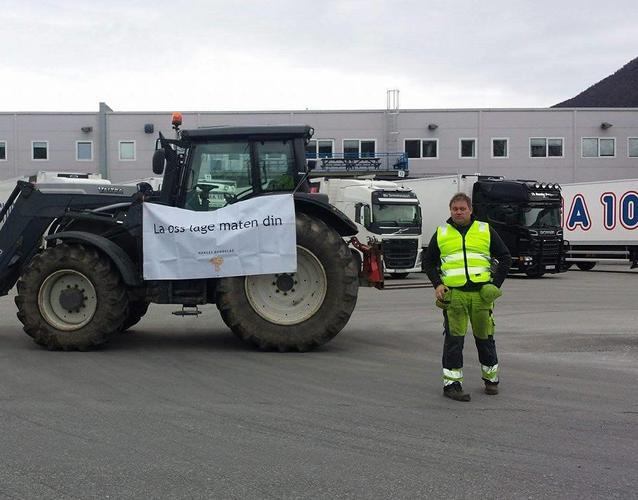 Foran REMA 1000 sitt lager i Narvik.