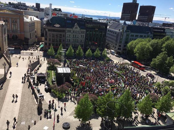 Samhold gir styrke! Fra opptoget for norsk landbruk foran Stortinget etter bruddet i jordbruksforhandlingene i mai 2017.
