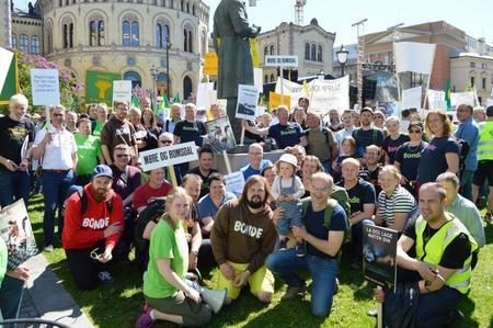 Bønder fra Møre og Romsdal i opptoget i Oslo 23. mai (Foto: Arild Erlien)