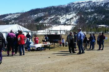 Matservering og mange interesserte besøkende hos Namskogan og Røyrvik Bondelag.