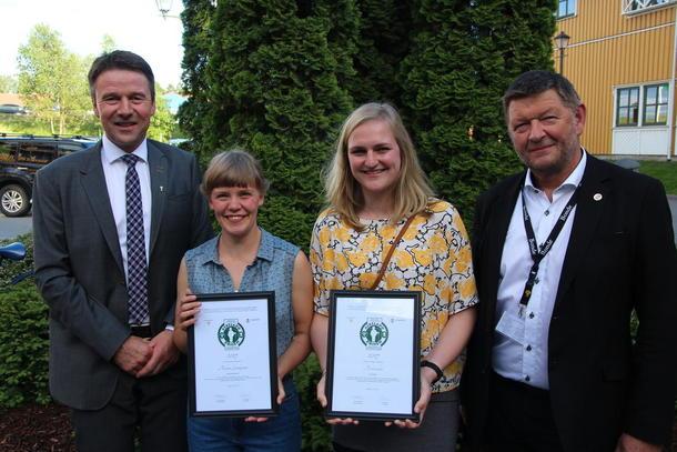 Sofia Maria Bang Elm og Anna Avdem vant Askeladdprisen 2017. Her sammen med Lars Petter Bartnes og Knut A Nordmo.