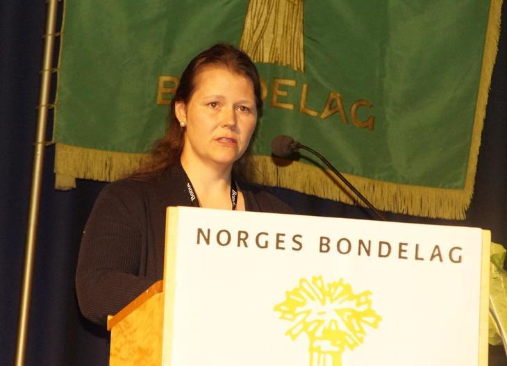 Frøydis Haugen på talarstolen under årsmøtet i Norges Bondelag