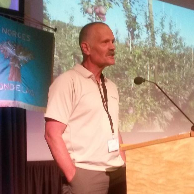 Anders Svarstad, leder for Leirfjord Bondelag, var beste verver i Norges Bondelag i 2016 og fikk oppmerksomhet for det og stående applaus for sitt motiverende innlegg under årsmøtet.