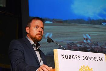 Fylkesleder Oddvar Mikkelsen, Surnadal