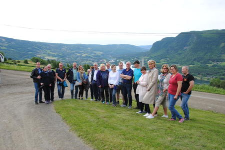 Delegasjonen samlet i Midtbygda i Øyer